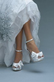 "Bow Wedding Shoes -- 4"" platform heels Size 6"