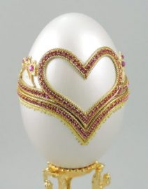Pink-Hearts-of-Love-Engagement-Ring-Box-faberge-eggs-325x413
