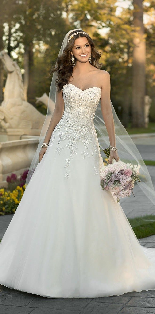 Different bridal wedding trends to incorporate in your 2015 wedding.